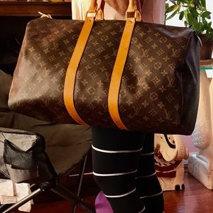 Authentic Louise Vuitton keepal